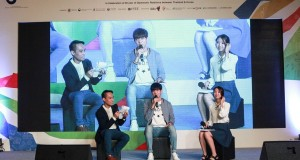 เหล่าแฟนคลับแห่ประมูลสิ่งของพร้อมลายเซ็นศิลปินเกาหลี  เพื่อร่วมสมทบทุนมูลนิธิเด็กยากไร้ในประเทศไทย