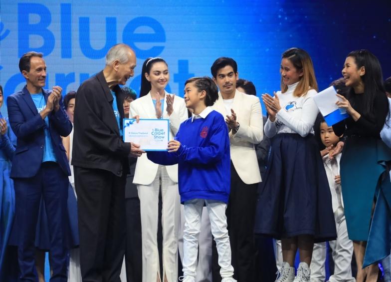 น้อง ๆ จาก D Dance Thailand มอบเงินจากการทำกิจกรรมเพื่อสมทบทุนให้กับยูนิเซฟ