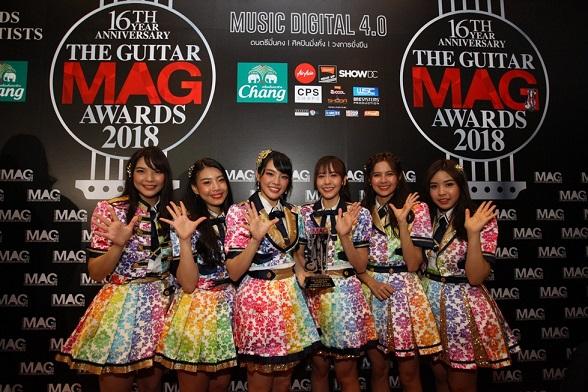 """รางวัล """"เพลงฮิตที่ได้รับความนิยมแห่งปี"""" ได้แก่ """"คุกกี้เสี่ยงทาย ศิลปิน BNK48"""""""