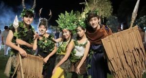 'ต่อ' เขิน!! ควง 'วี' ใส่ชุดชนเผ่า  รับตำแหน่งดาว-เดือน ใน  'โอเนกาทีฟ'