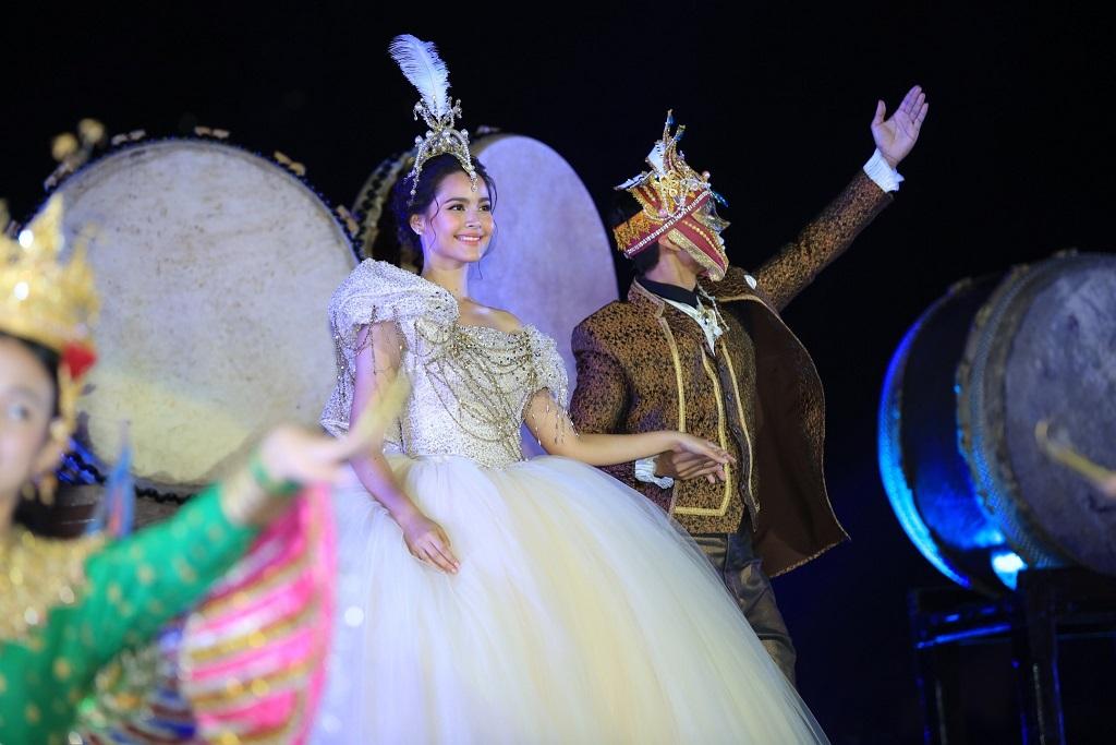 7.ญาญ่า - อุรัสยา  ร่วมโชว์การแสดงในชุด Happiness of Extraordinary สุขล้ำเหนือจินตนาการ (1)