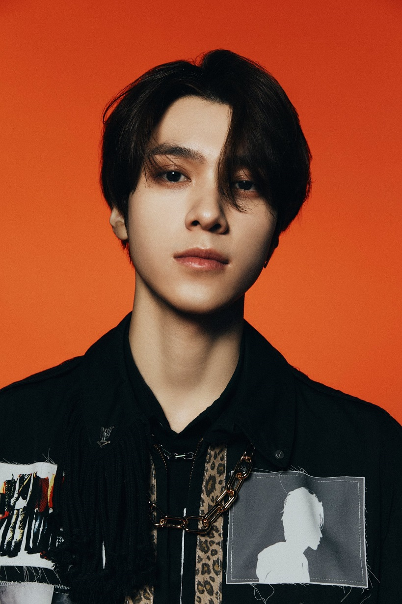 [HENDERY Image 1] WayV - The 1st Album 'Awaken The World'
