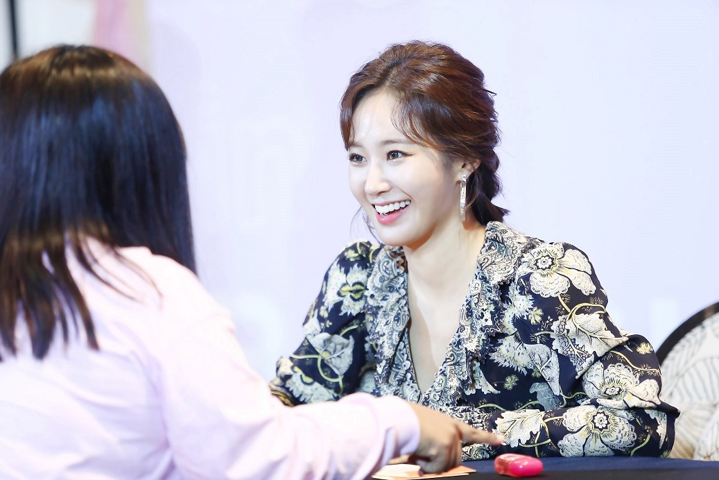 [Image 5] YURI at YURI EXCLUSIVE FAN SIGNING in BANGKOK