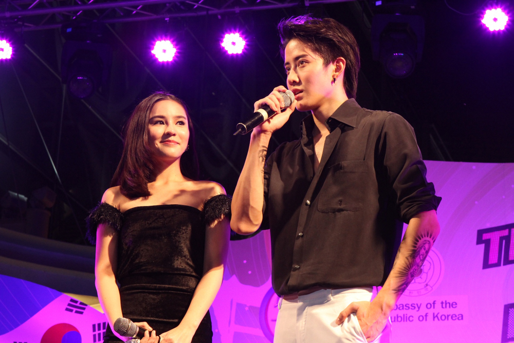 Mike aom on stage