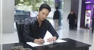 """""""จอง อิลอู"""" บินตรงจากเกาหลีร่วมงานไทย  พร้อมถวายสักการะและลงนามแสดงความไว้อาลัย"""