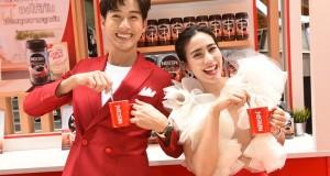 """หวานยืนหนึ่ง! พุฒ – จุ๋ย โชว์สวีทชวนคนไทยชงเนสกาแฟ เรดคัพ ให้ """"คนที่คิดถึง"""" รับวาเลนไทน์"""
